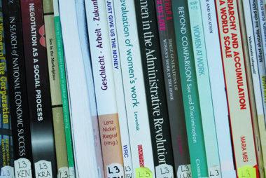 ENUT raamatud riiulis