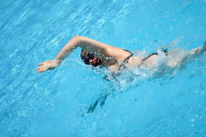 swimming-woman-1306001-1279x852